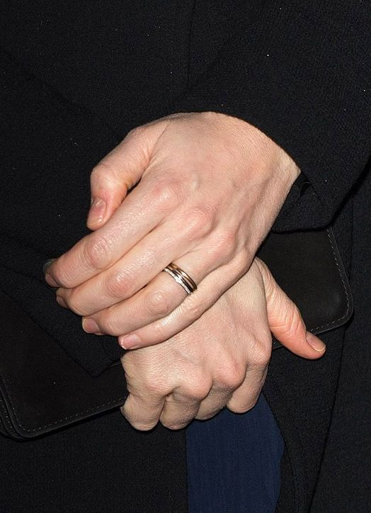 What S Up With Kate Middleton Third Ring On That Finger There Her Wedding Band Made Of Welsh Gold And The Shire Engagement Princess Diana