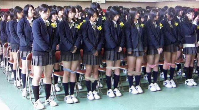 Зачем проверяют нижнее белье на японских школьницах (фото ...