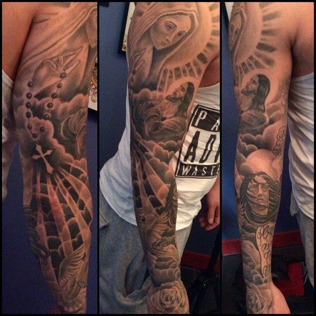 Tattoo tatouage religieux bras manchette art pinterest tatouage religieux manchettes et - Tatouage croix avant bras ...