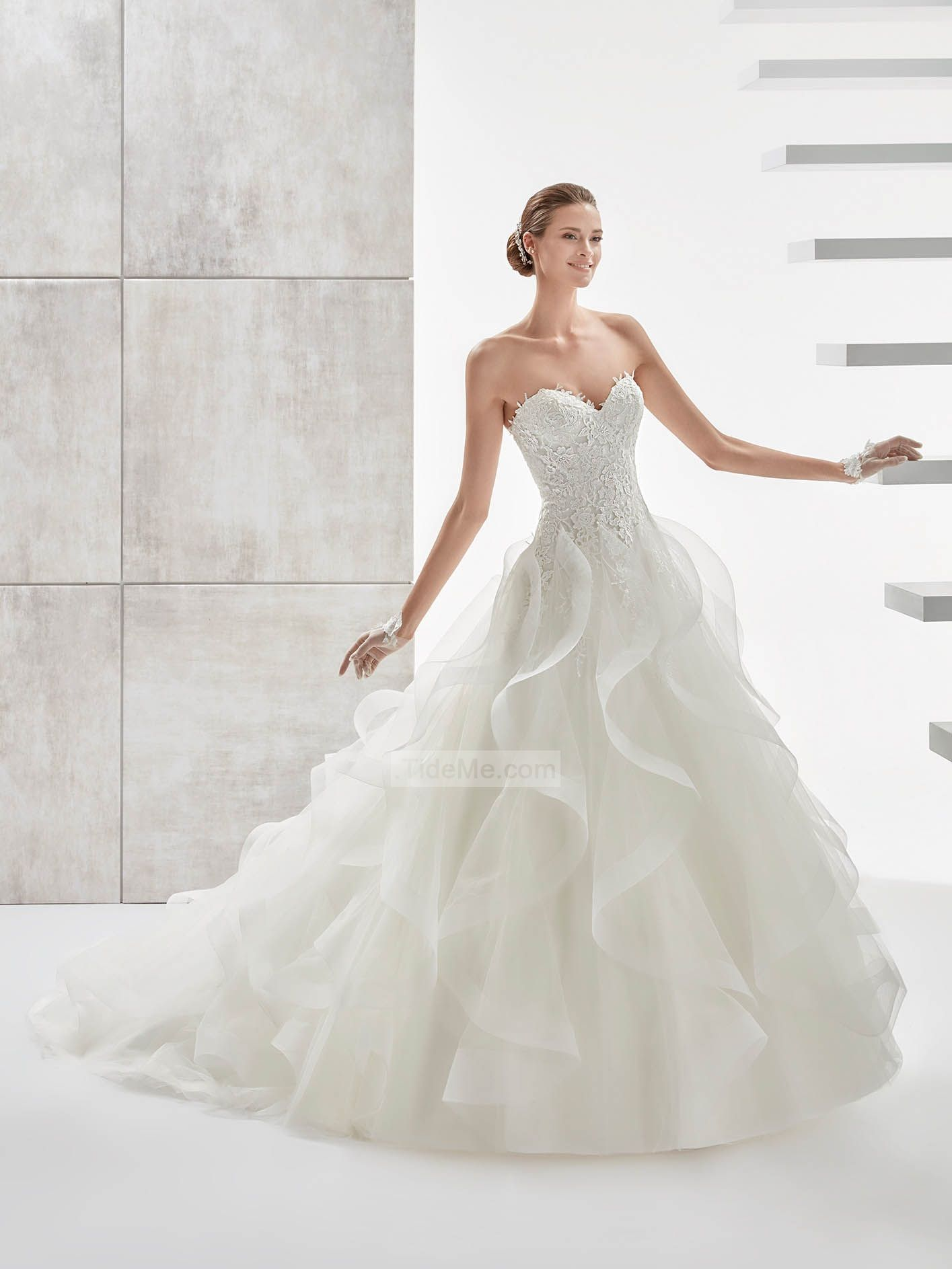 Gorgeous ball gown strapless open back lace  Wedding Dresses