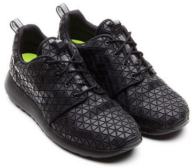 Nike Wmns Roshe Run Metric Black Metalic Silver Nike Roshe Run Sneakers Fashion Roshes