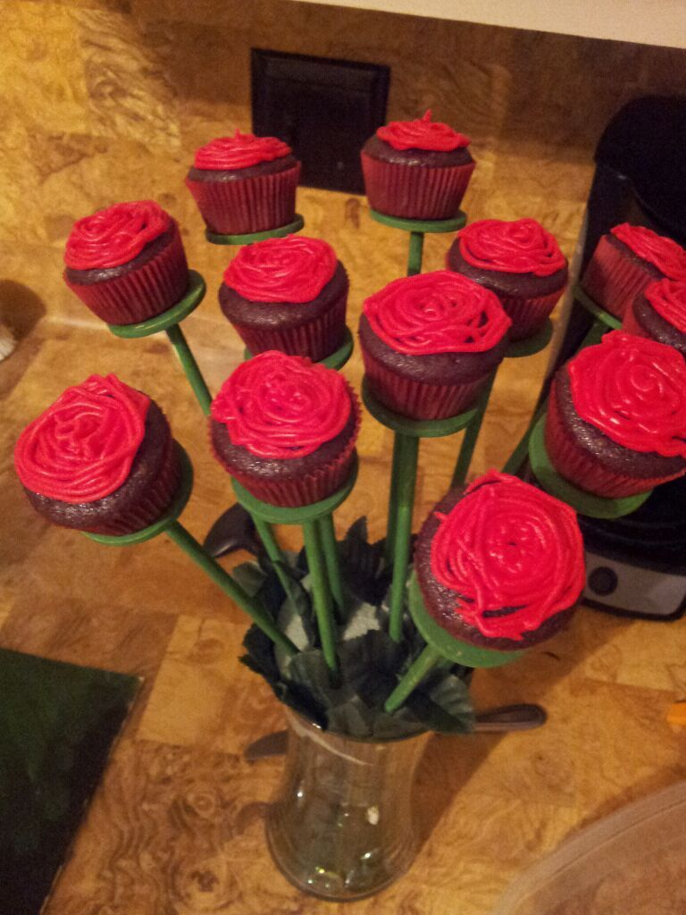 cupcake boquet. need: glass vase, candy sticks, green paint. fake ...