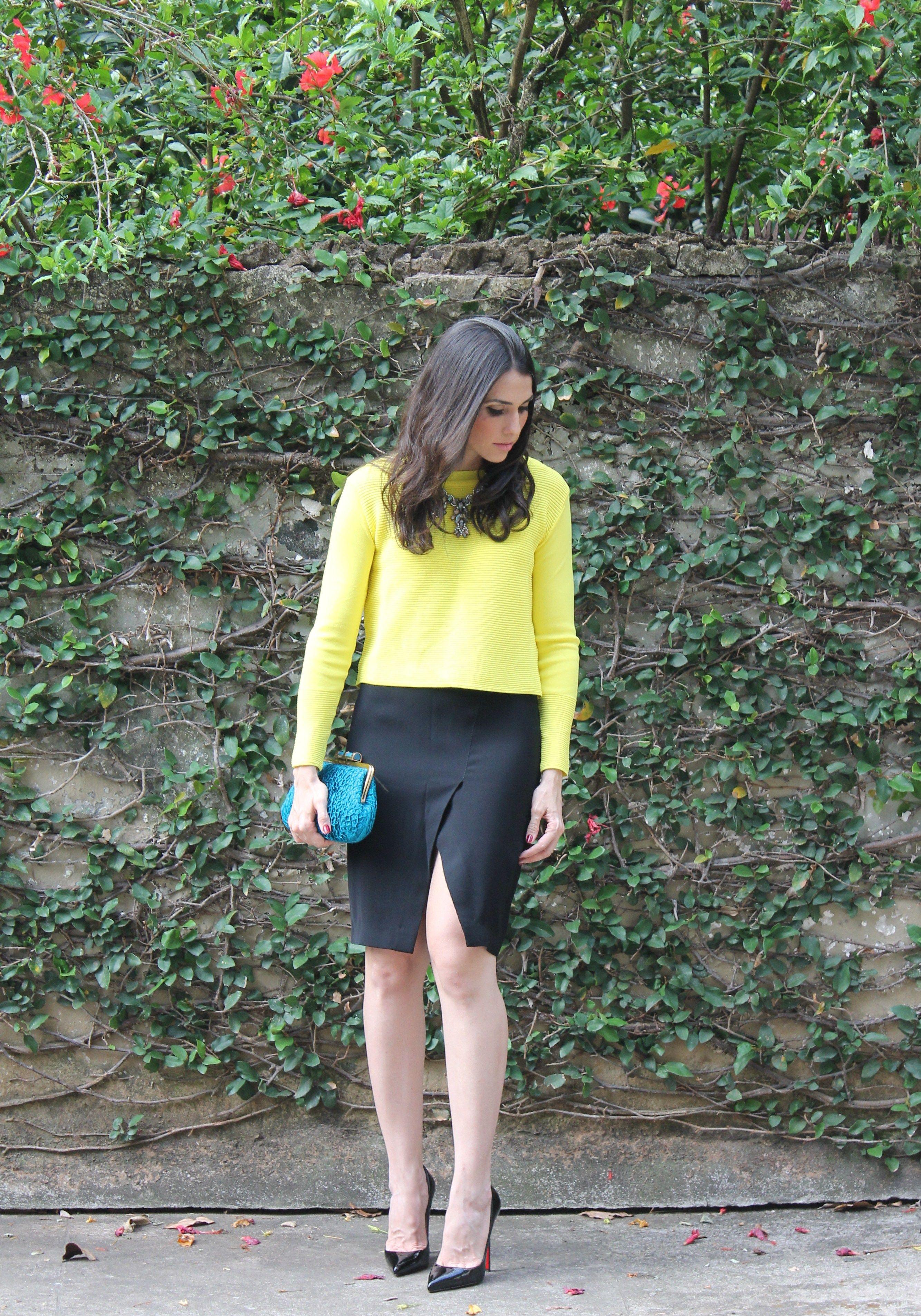 Blog Caca Dorceles. 2014. Meu Look: Verde e azul. Zara Cashmere + Zara pencil skirt + Christian Louboutin scarpin + Zara necklace  + Laura Lima clutch.