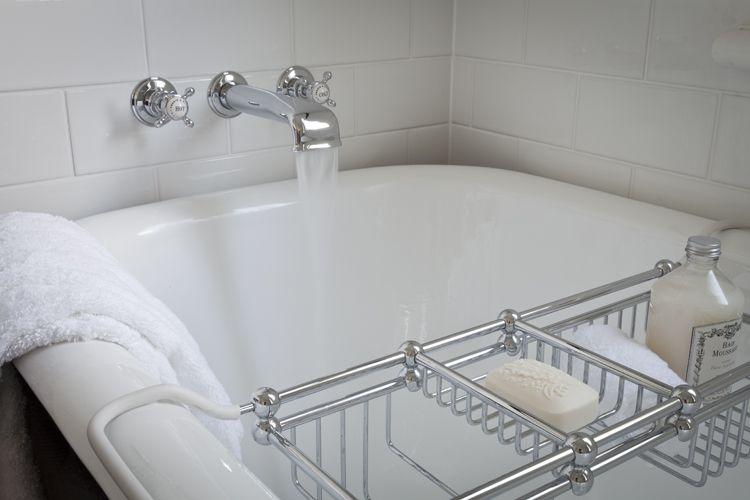 Perrin and Rowe Art Deco Bathroom feat Perrin & Rowe low bath ...