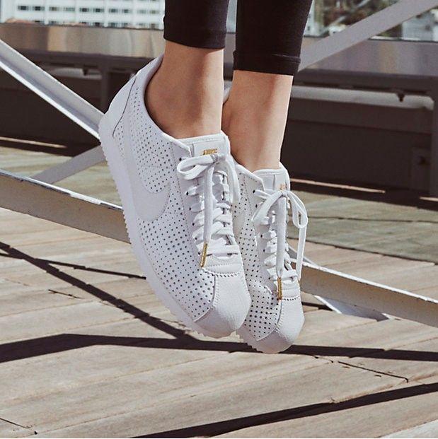 sale retailer 77143 390b1 Nike Cortez Classic Premium QS pour Femme