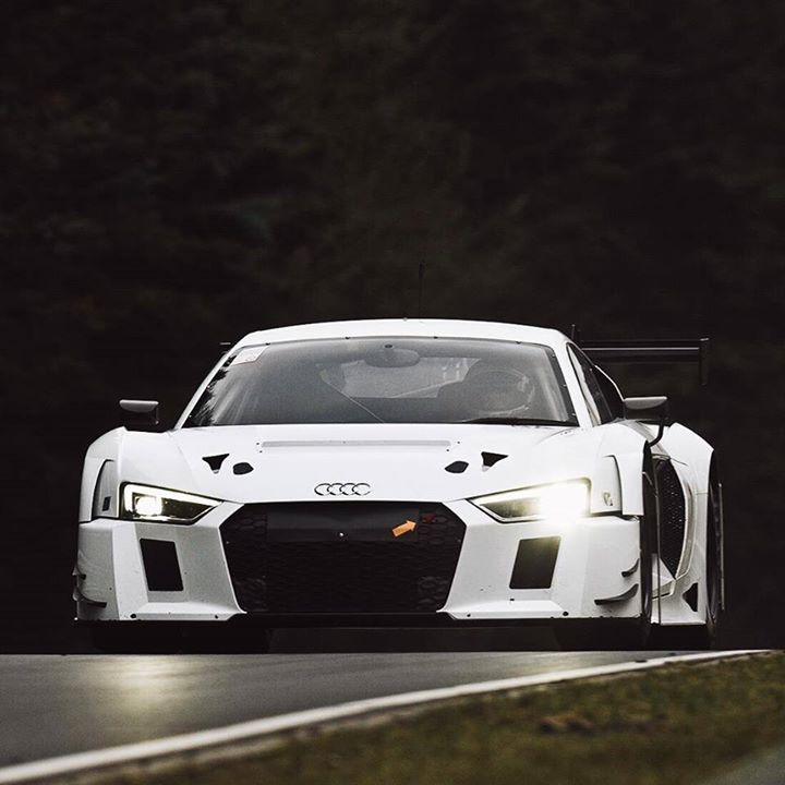 I freaking love the new R8 GT3!