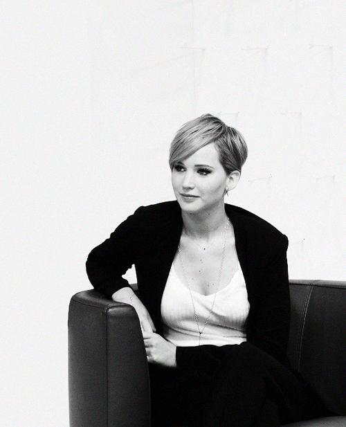 Jennifer Lawrence on her new pixie cut..... She is still stunning but I like her hair long still