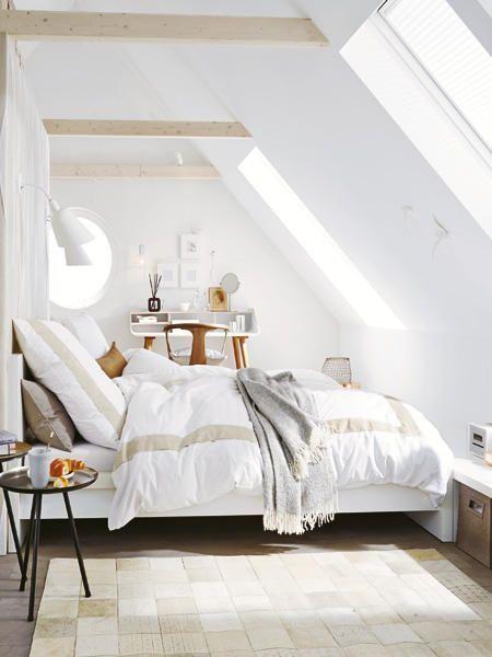 Unterm Dach Schlafzimmer mit Schrägen einrichten  Wohnidee Furnish the bedroom under the roof Ideen