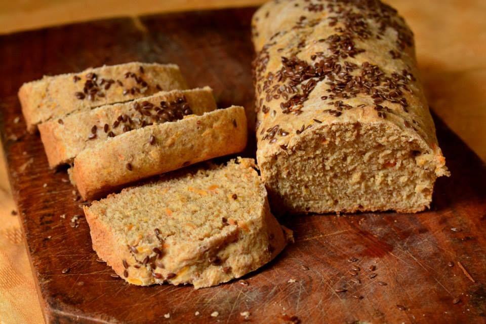 Pan de salvado, zanahoria y semillas.