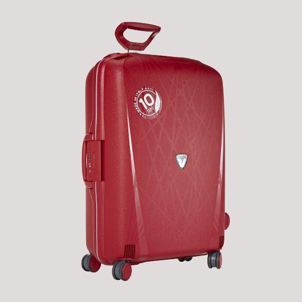 Kevyt italialainen Roncato Light -matkalaukku 10 v. takuulla. Koko 68cm/70l. 139 €, norm. 179 €. Nt-Bags, 2. krs.