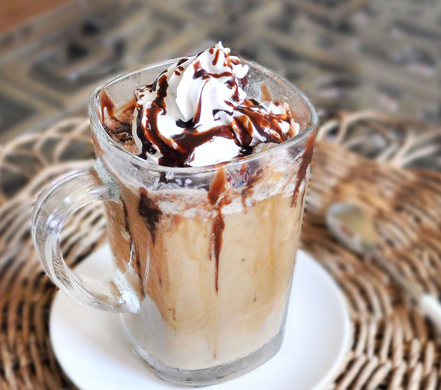 This Frappuccino recipe tastes JUST like Starbucks... and it's much healthier and cheaper! >> Must try!