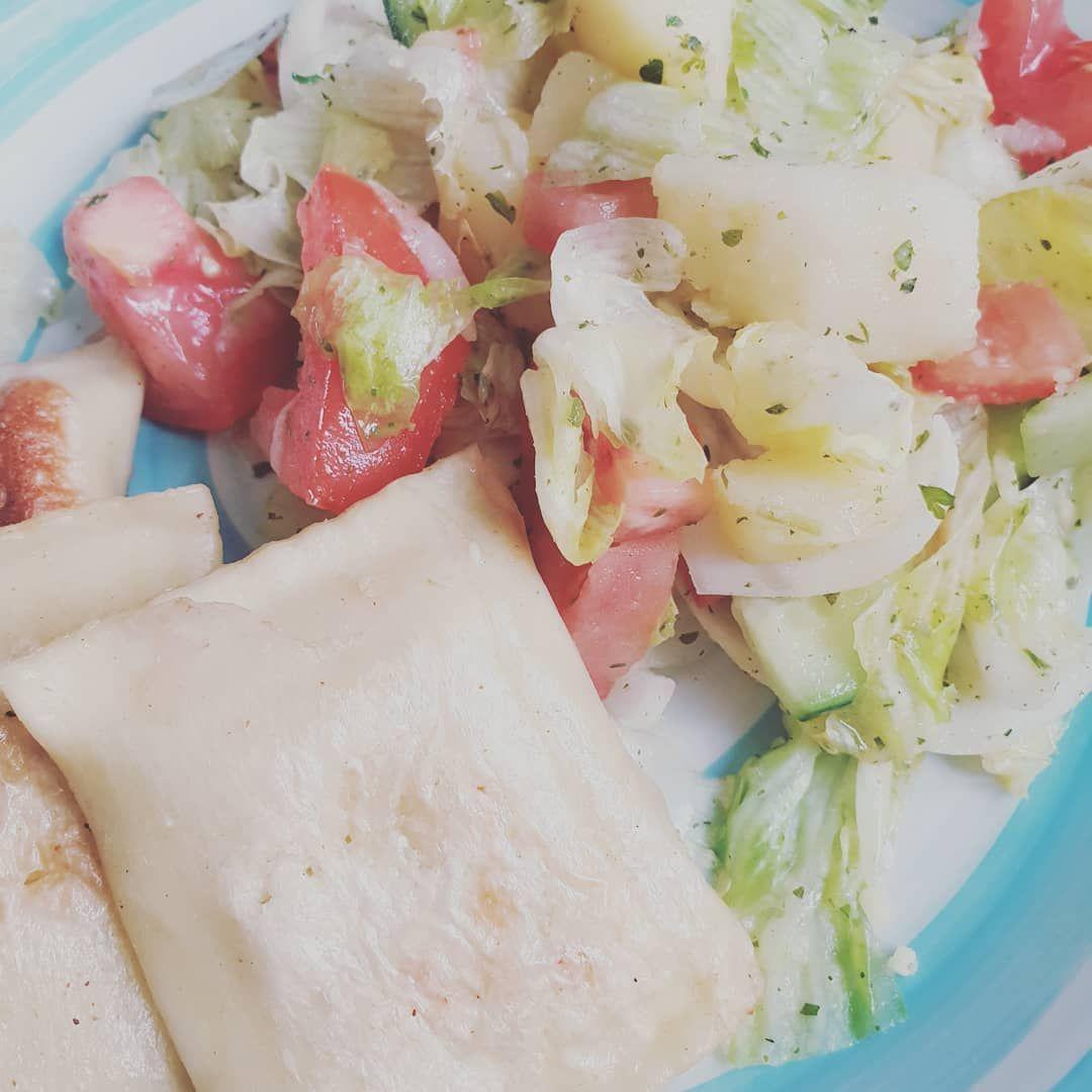 Heute gab es lecker Salat und Maultaschen. Ein kleiner Schritt nach vorne.