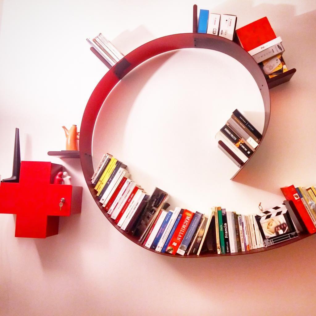 KARTELL - BOOKWORM Kartell libreria a parete di Ron Arad   Ron arad ...