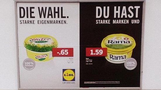 Das Foto eines falsch geklebten Plakats aus der aktuellen Lidl-Werbekampagne hat im Netz für viel Gelächter gesorgt. Der Discounter setzte aber noch einen drauf - und hat bewiesen, dass er Spaß versteht.