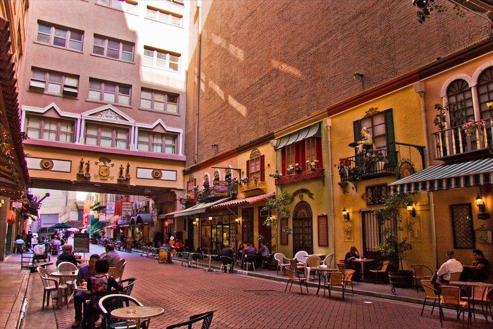 St Vincent S Court Within The Bustling Streets Of The Downtown Jewelry District Lies A Small European Style Los Angeles Travel California Travel Los Angeles