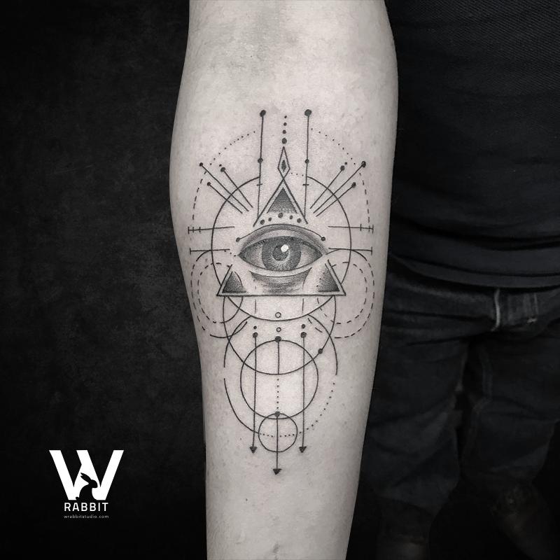 Tatuaje Ojo Triángulo Tattoo Con Figuras Geométricas Negro Y Sombras