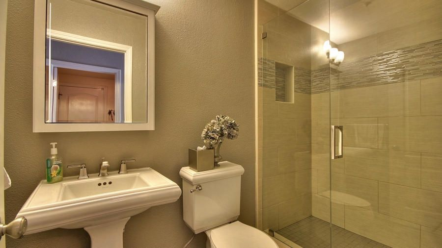Contemporary 3 4 Bathroom With Barclay Washington 460 Pedestal