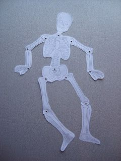 Make your own dancing Mr. Bones with this skeleton puzzle. Free printable!