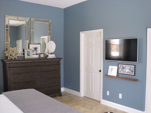 Transitional Bedroom Benjamin Moore Smokestack Gray
