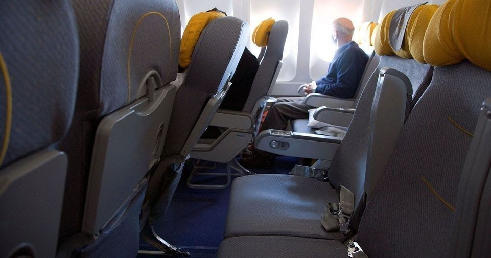 Best Way To Maintain Social Distancing During Flight Journey In 2021 Traveling By Yourself Airline Reservations Seating