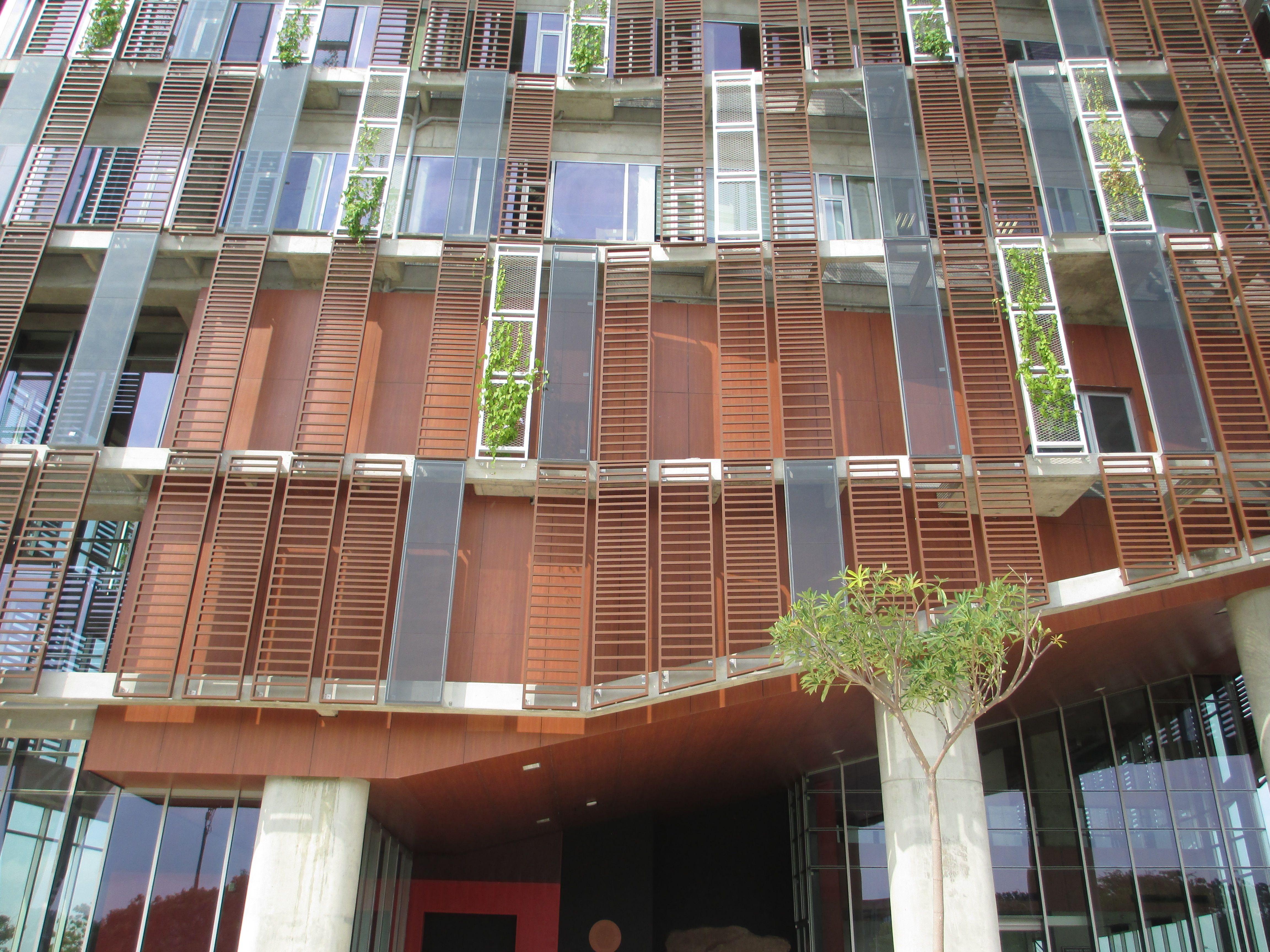 Panelex es el laminado compacto ideal para fachadas por for Paneles aislantes para fachadas
