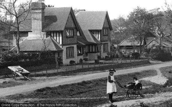 Blackheath, Children In The Village 1906, from Francis Frith. Virginia Woolfs' holiday home.(on left)