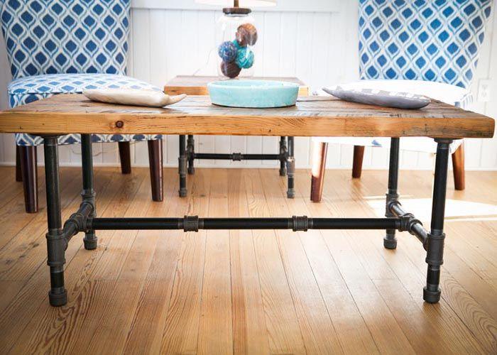 Vecchie tubature per la base di un tavolo in #stile #industriale #riciclocreativo #recycle #interiordesign #arredamento