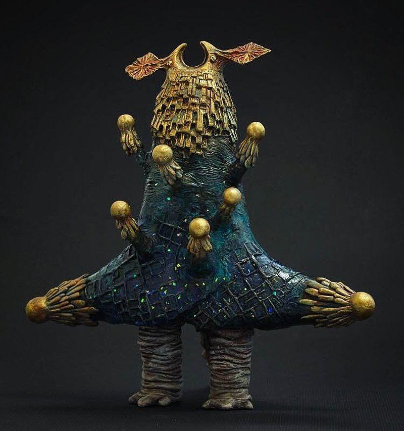 お客様からご依頼頂いていた植田明志のオーダー作品 惑星ロボット ジステム 宇宙の彼方から地球を侵略する為にやってきた 8本の触手には それぞれ太陽系の惑星 水星 金星 地球 火星 木星 土星 天王星 海王星のパワーが備わっている Lion Sculpture
