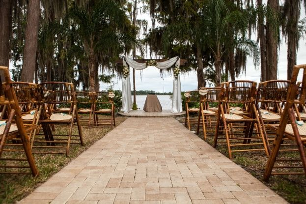 Olivia Rj S Old Florida Vibe Wedding Is Featured On The Knot And Elegantwedding Paradise Cove Was Coordinated By Chelsea Renee Des