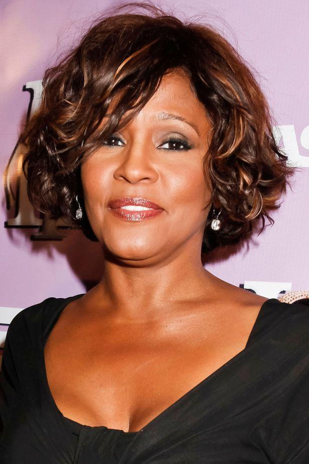 Whitney Houston Born Aug 9 1963 Died Feb 11 2012 Medium Length Hair Styles Whitney Houston Bobs Haircuts