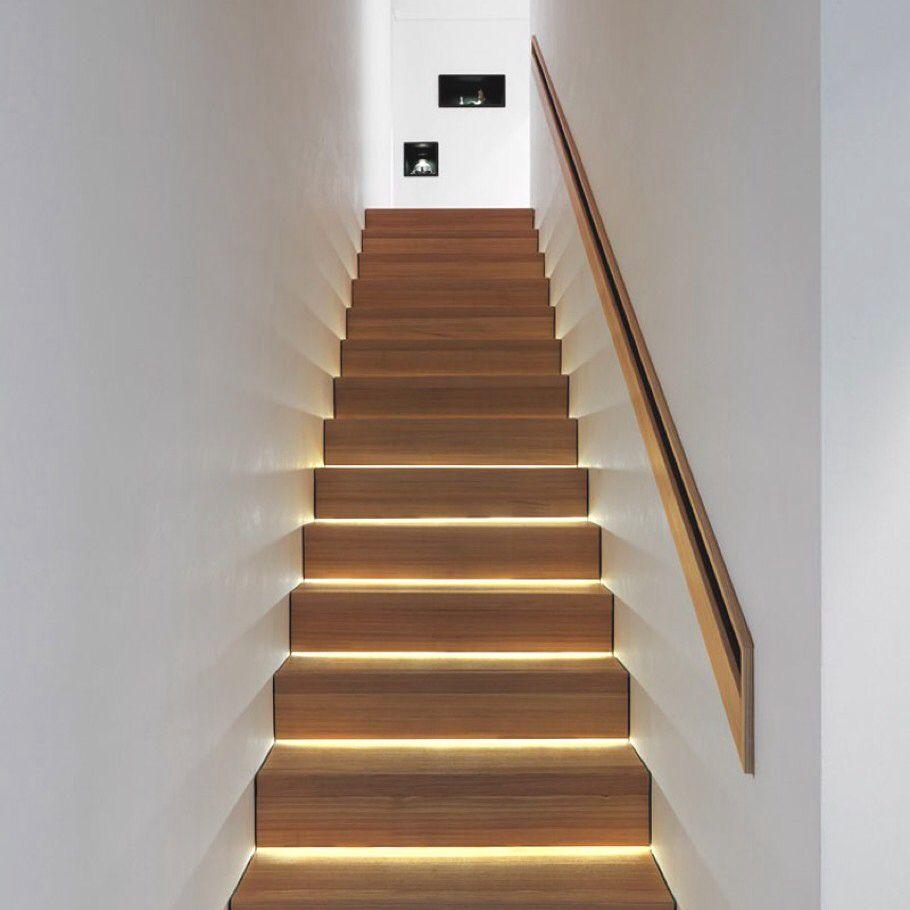 Lighting Basement Washroom Stairs: Pent Integrert Håndløper I Leilighet.