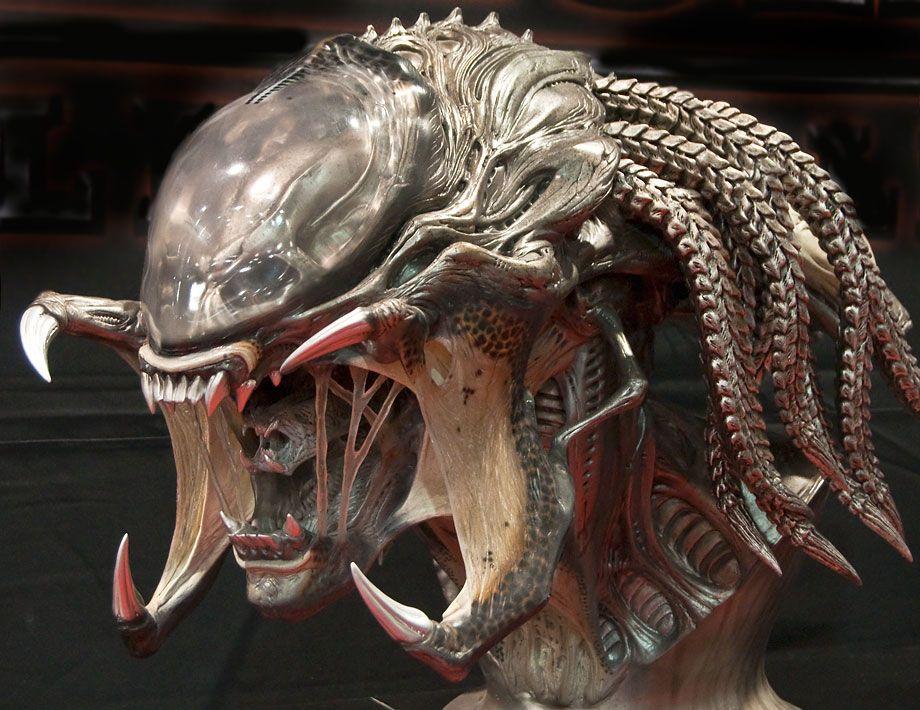 Predalien Predator/Alien Hybrid At Comic-Con 2010
