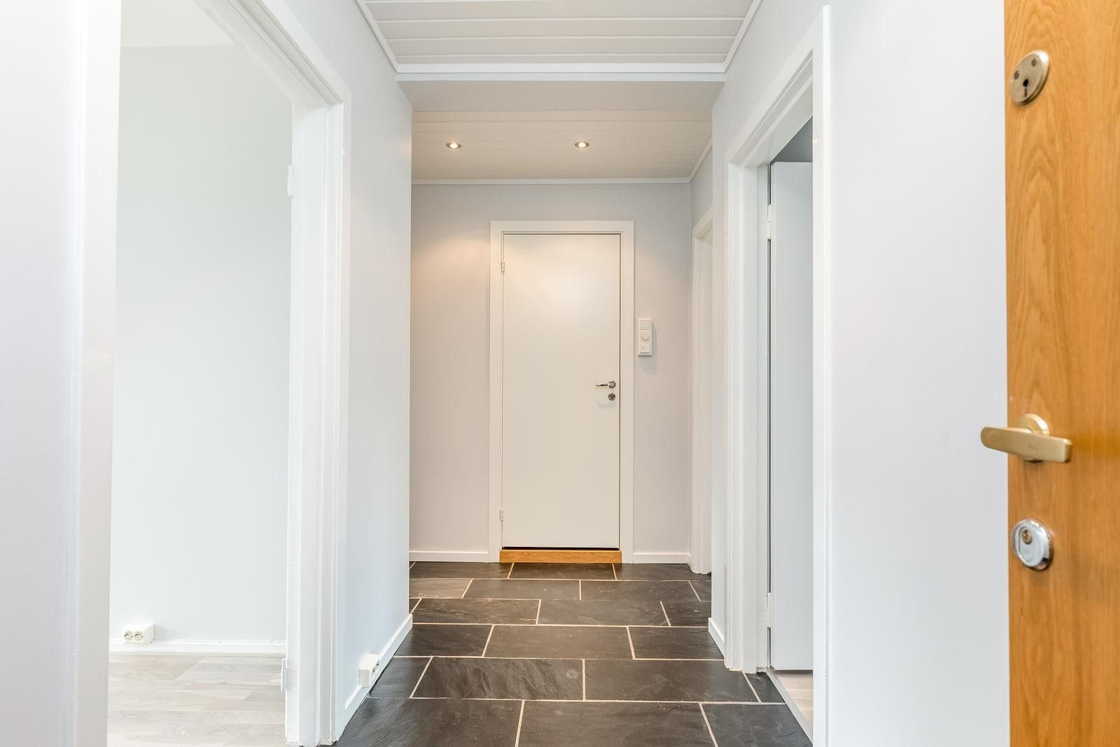 FINN – Årvoll/Tonsenhagen - Lys og lekker 3 roms ved marka!Solrik balkong - barnevennlig - kort vei til buss og butikk.