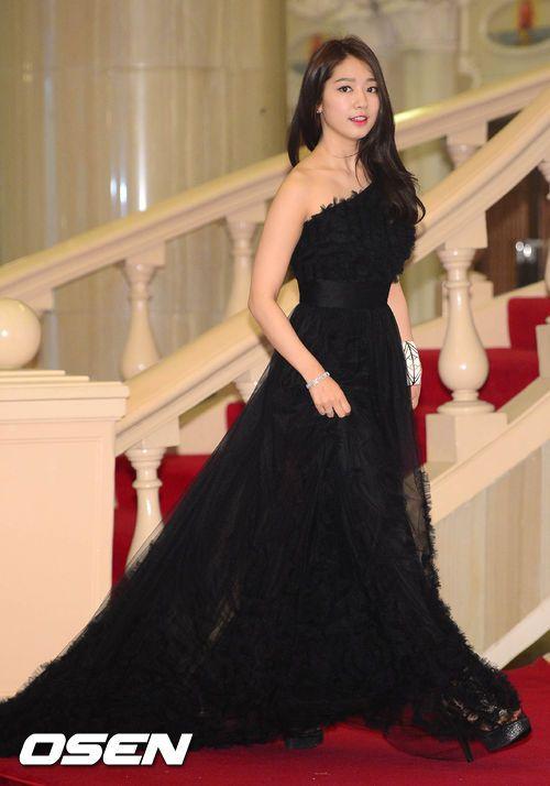 Pretty Park Shin Hye noona @ 2013 49th Baeksang Arts Awards » Dramabeans » Deconstructing korean dramas and kpop culture