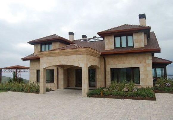 Fachadas de casas de 2 plantas con revestimiento de piedra casas