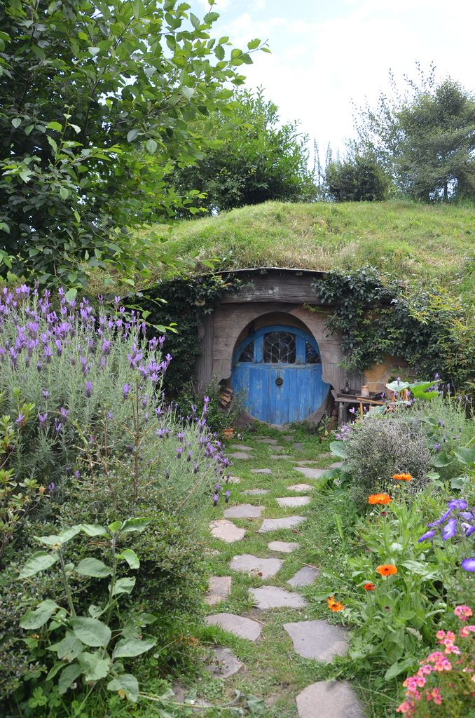 living roofs alternative housing pinterest haus hobbit h user und garten. Black Bedroom Furniture Sets. Home Design Ideas