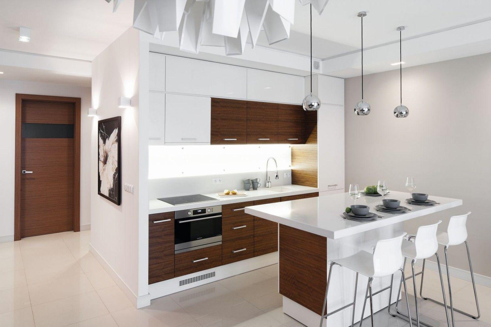 Zabudowe Kuchenna Umieszczono Tylko Przy Jednej Scianie Dzieki Temu Aneks Kuchenny Stal Sie Subtelnym Tle Modern Kitchen Island Kitchen Remodel Modern Kitchen