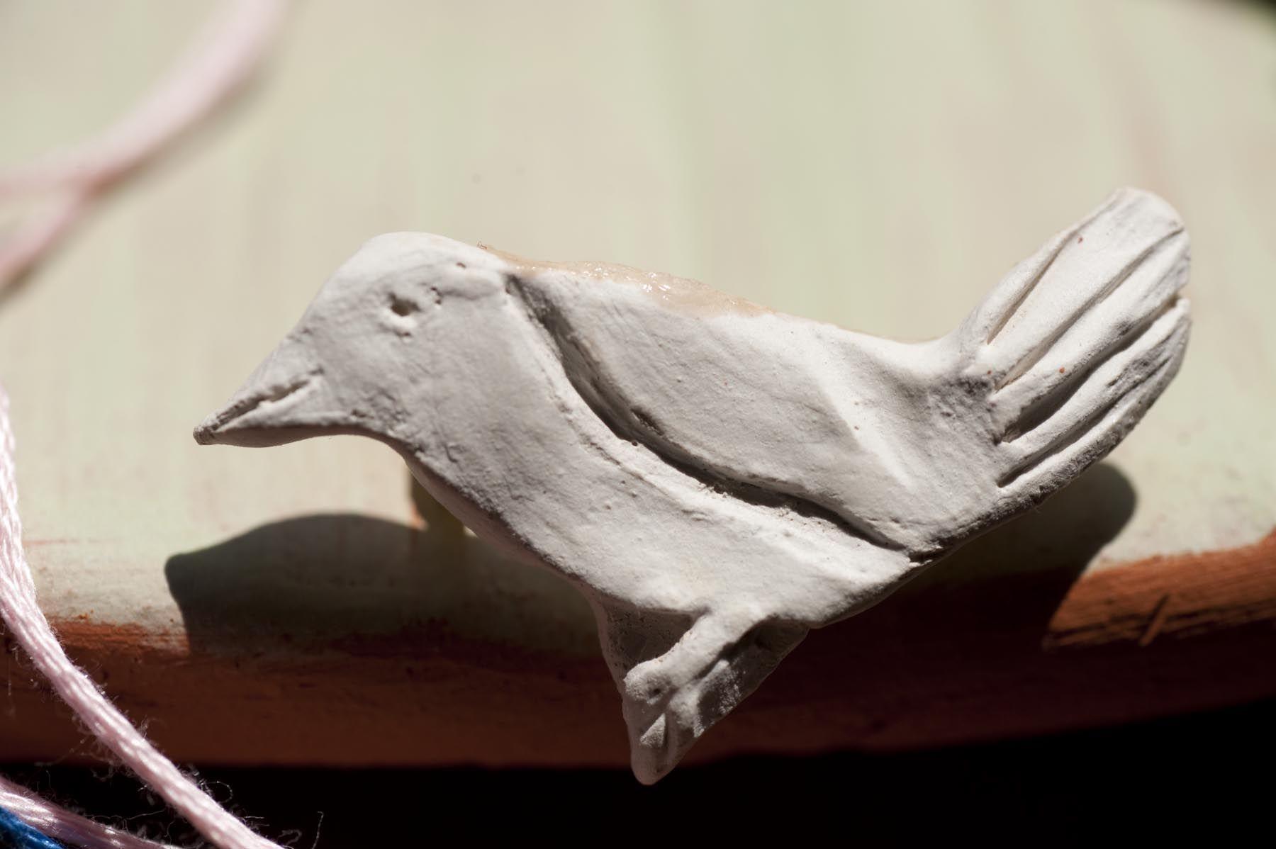 Vogel, engobiert.