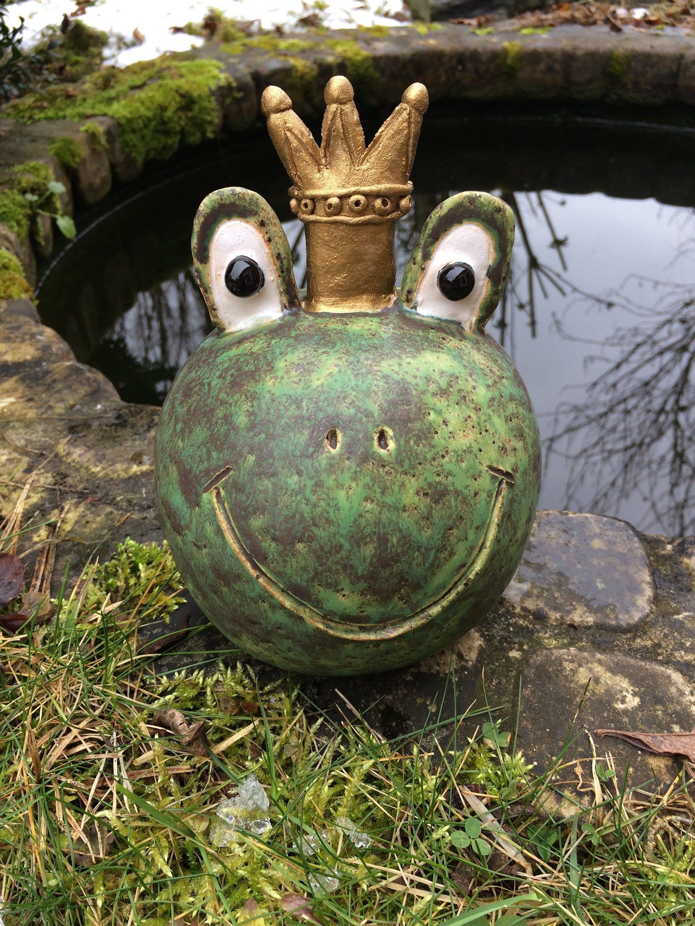 Kleine küchenideen, die sie geformt haben frog with golden crown  töpfern  pinterest  golden crown pottery