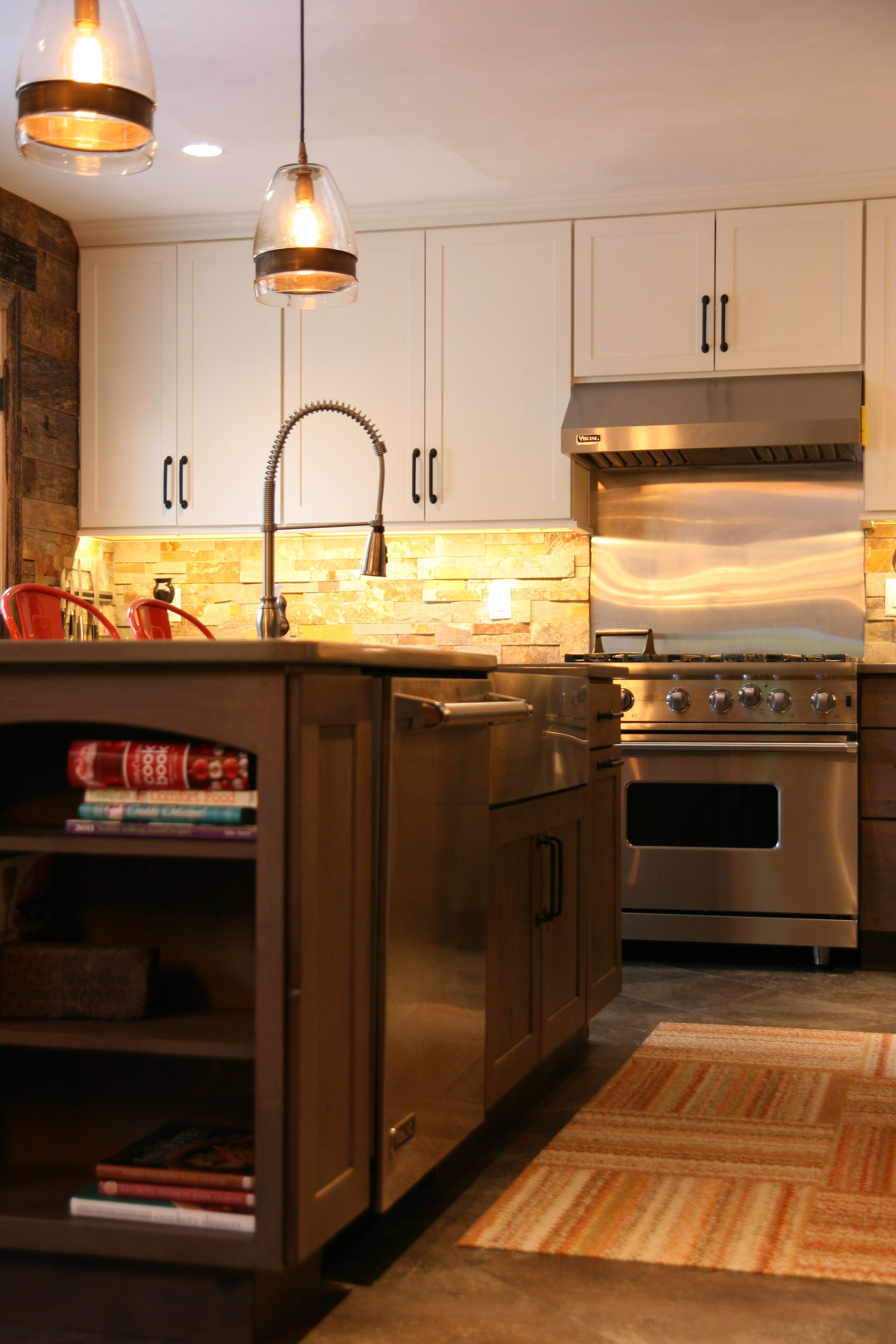 Modern And Rustic Kitchen Remodel With A Blend Of Great Materials Reclaimed Wood Split Stone Backsplash Quartz Count Kitchen Remodel Kitchen Rustic Kitchen