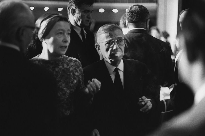 * Simone de de Beauvoir avec JP Sartre - photo Marc Riboud
