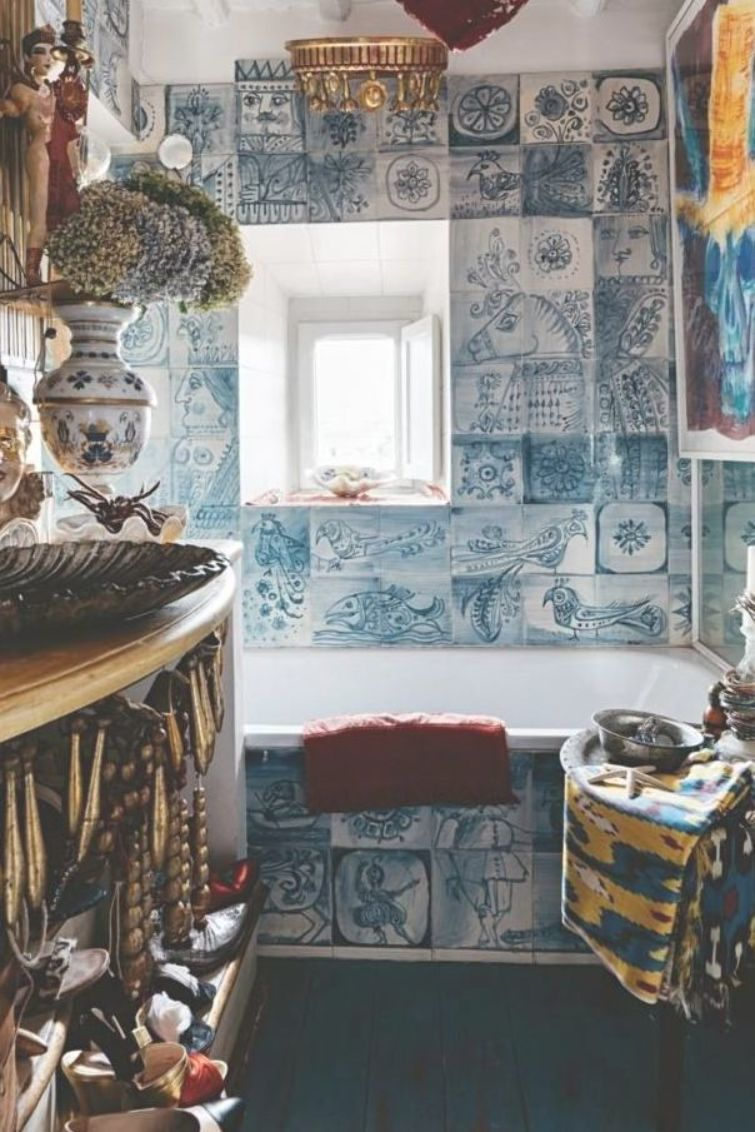 Interior Designer Olimpia Orsini Has Created A Magically Surreal Lair In Her Home Away From Home In Rome S Bohemian Campo Marzio By Fiona Mcc With Images Italian Home Decor