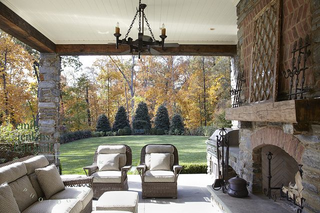 LOVE outdoor fireplaces.....