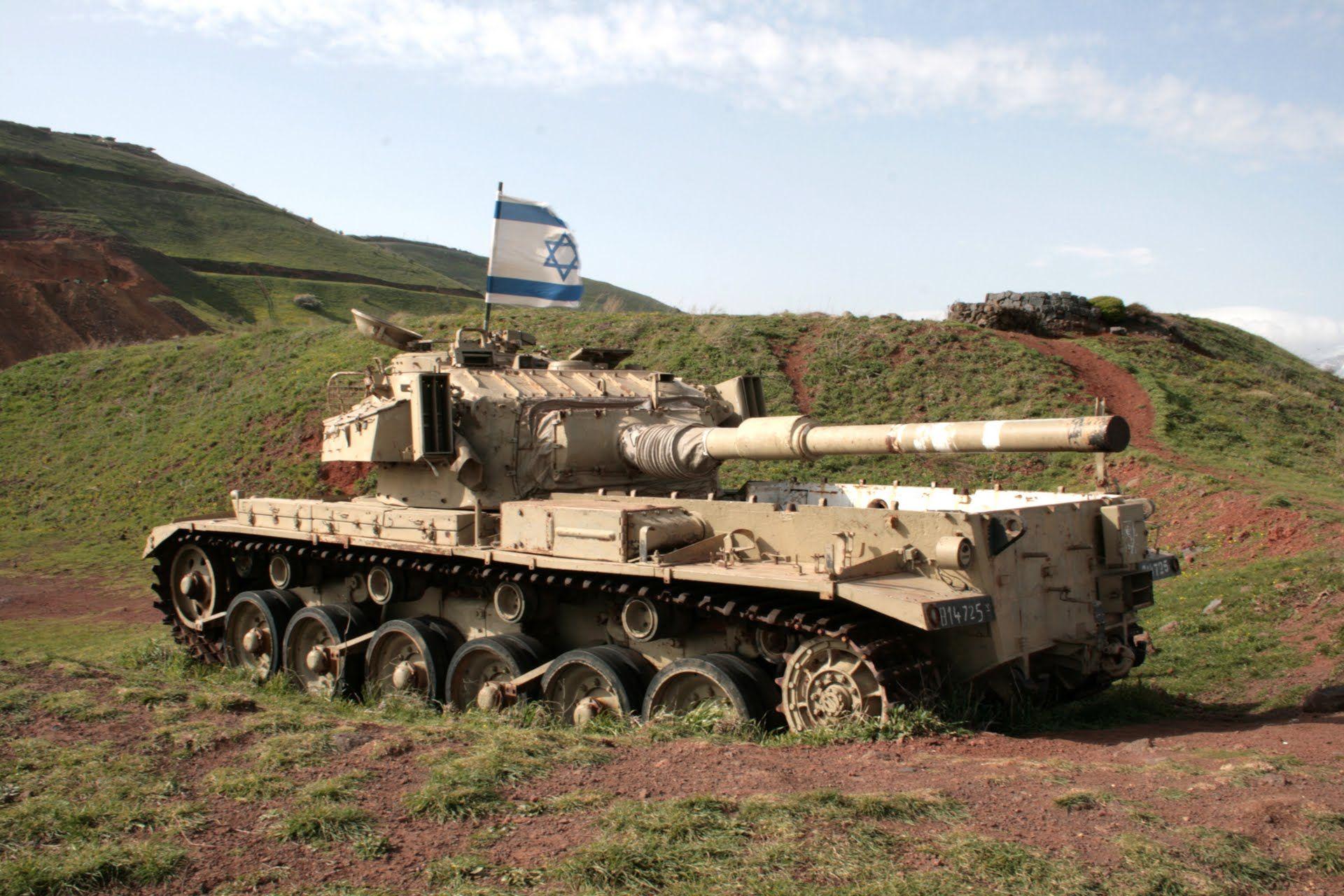 Tanque Israeli Centurion de fabricacion inglesa abandonado en las alturas del Golan luego de la guerra del Yom Kippur.