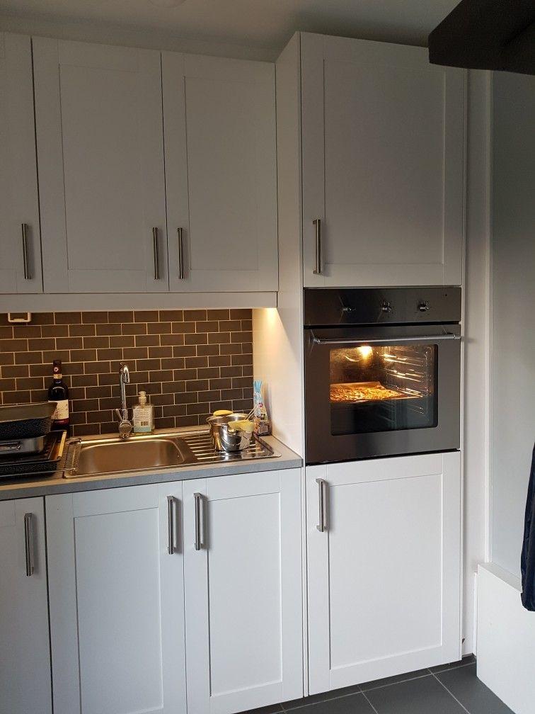 chic mijn nieuwe bijkeuken van ikea s vedal frontjes en grote oven tegeltjes waren restjes. Black Bedroom Furniture Sets. Home Design Ideas