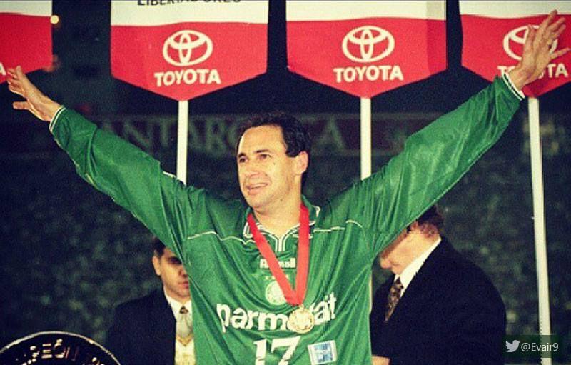 Evair Palmeiras Na Libertadores De 1999 Com A Medalha Do Titulo No Peito Campeoes Libertadores Verdao Palmeiras Futebol Nacional