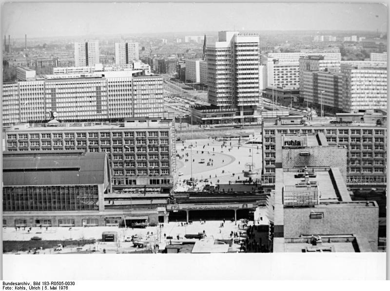 Pin By Sonja Taylor On Sozialistischen Umgestaltung Des Zentrums Der Haupstadt Der Ddr German Architecture East Berlin East Germany