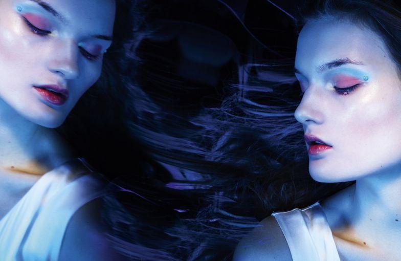 Looking Glass - Kirsi Pyrhonen
