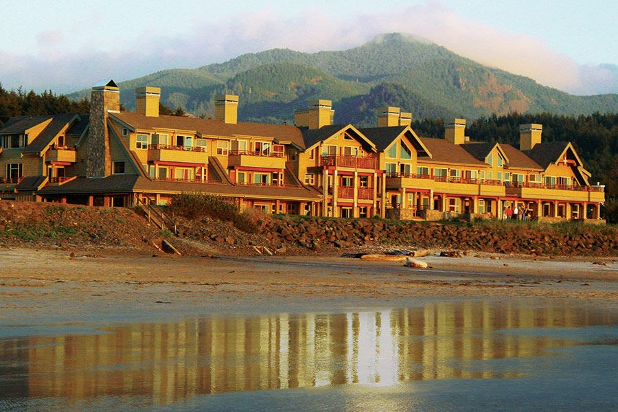 Oregon Coast Lodging The Ocean Lodge In Cannon Beach Oregon Cannon Beach Oregon Oregon Hotels Beachfront Hotels