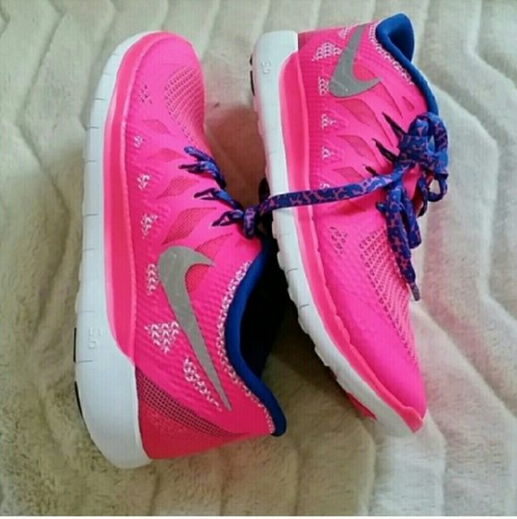 {Nike} Free 5.0 bright pink sneakers sz 5 New without box Nike free 5.0 sneakers. Bright pink with navy blue trim. Perfect for running! Super light weight and comfortable. These are a kids size 4 which normally fits a 5.5 women's but these run a little small. So they're more like a 5. * willing to negotiate price through offer button *  * No trades / No paypal *  * bundle discounts * Nike Shoes Sneakers
